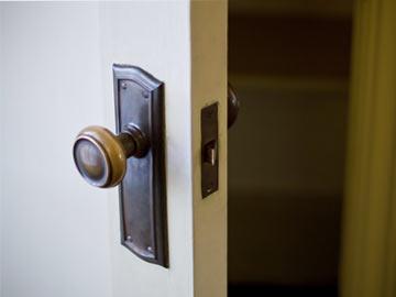 換気のためドア半開